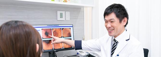 胃痛や胸やけ、胃もたれ、ゲップなどの症状が続くときは早めに胃カメラ検査を受けましょう